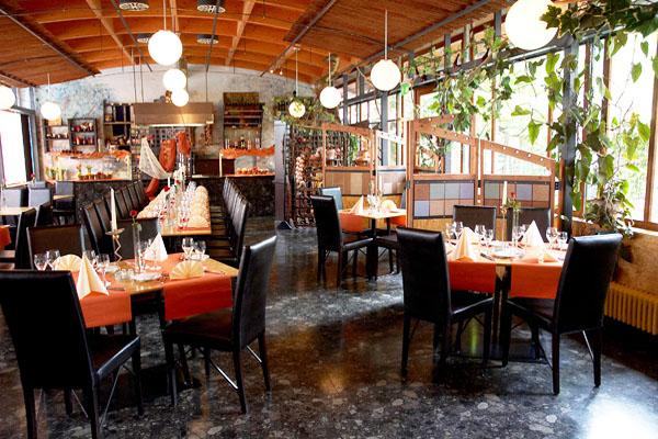 Restaurant gedeckte Tische
